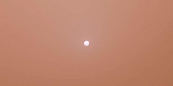 марсианское небо во время бури