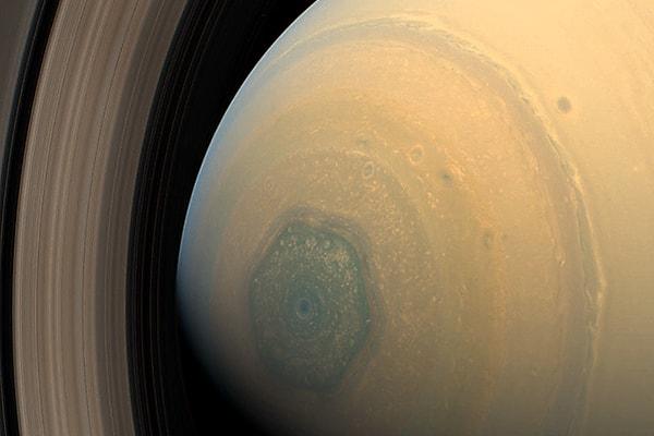 шестигранник на полюсе сатурна