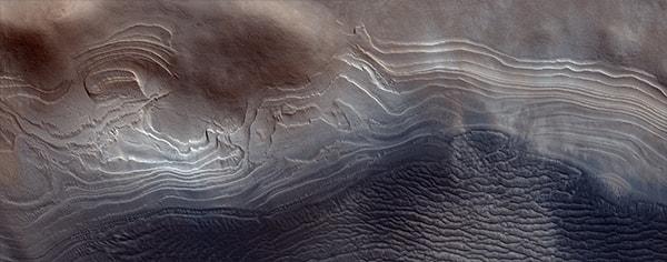 лед в кратере марса