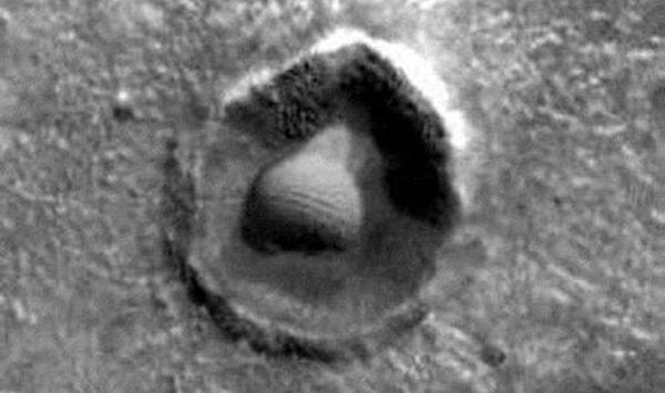 кратер мяча для гольфа на марсе